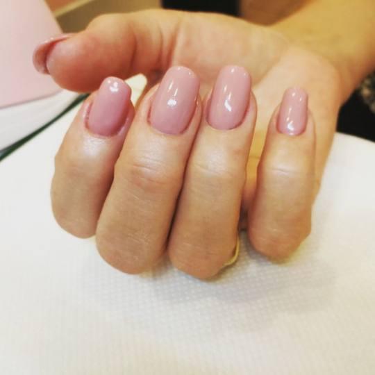 Afrodita Beauty studio #beograd Izlivanje noktiju Izlivanje noktiju gelom - ruke
