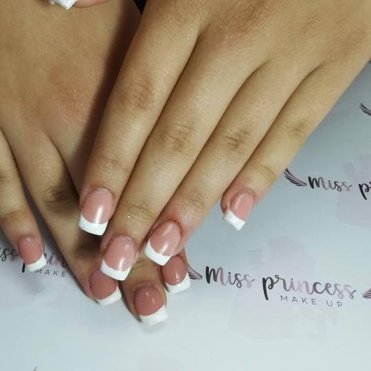 Miss Princess Make up #beograd Izlivanje noktiju Izlivanje noktiju gelom - nokti srednje dužine