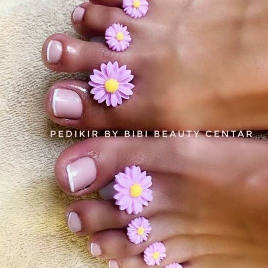Bibi beauty centar #beograd Estetski pedikir SPA pedikir + gel lak perfektan french + pedikir