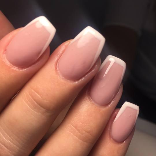 Salon Klinik #beograd Izlivanje noktiju Izlivanje noktiju gelom