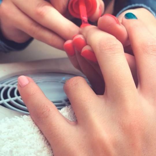Mimo Velish #beograd Manikir Kombinovani manikir + lakiranje noktiju prolecne boje