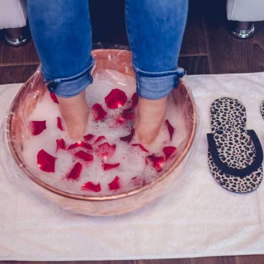 Sensus #beograd Estetski pedikir Estetski pedikir + pakovanje za stopala
