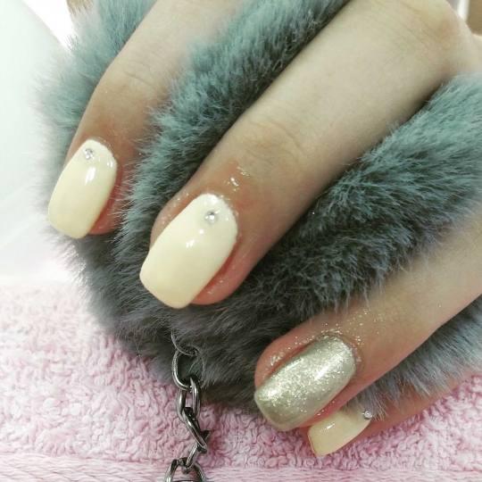 Nebulas M #beograd Izlivanje noktiju Izlivanje noktiju gelom + masaža ruku