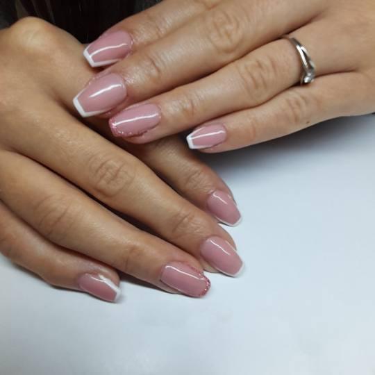 Mariposa #beograd Gel lak Gel lak - srednja dužina noktiju