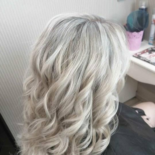 Bibi beauty centar #beograd Feniranje i stilizovanje Feniranje na ravno / lokne - kosa srednje duži
