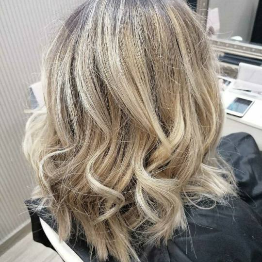Bibi beauty centar #beograd Šišanje Žensko šišanje + feniranje na ravno / lokne- kosa srednje d