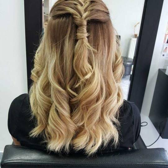 Milica Vlado Profesional #novisad Svečane i frizure za svadbu Svečane frizure - jednostavne