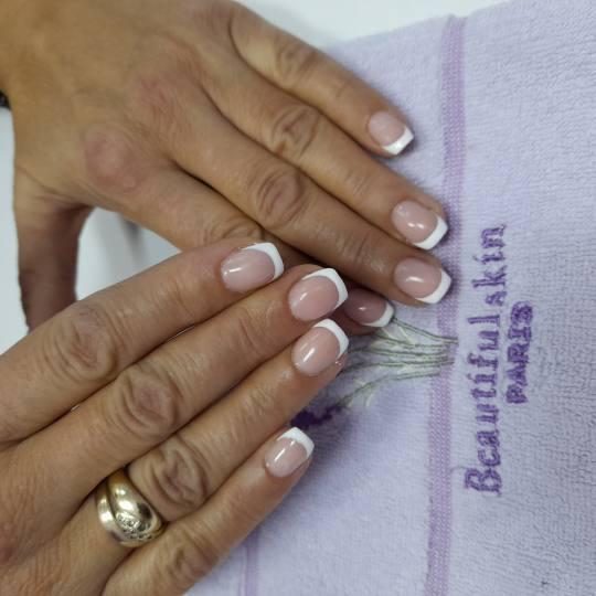 Mariposa #beograd Ojačavanje noktiju Ojačavanje prirodnih noktiju gelom - katki nokti