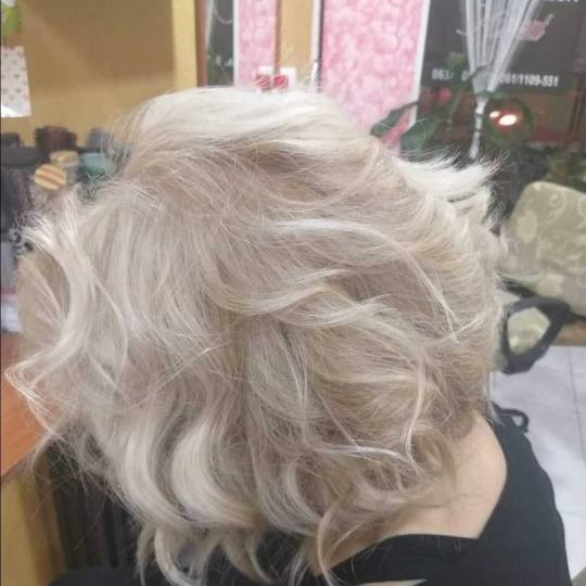 Moment #beograd Farbanje kose Farbanje izrastka - srednje gusta kosa kolorizacija sede kose
