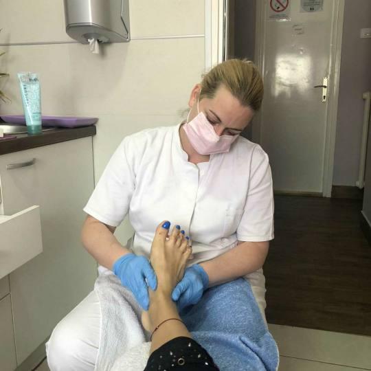 Tina S 021 #novisad Estetski pedikir Estetski pedikir + masaža stopala estetski pedikir sa masažom