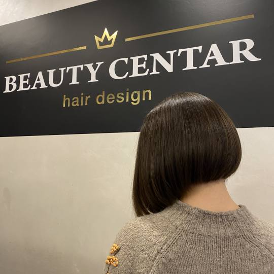 Beauty Centar #beograd Žensko šišanje Žensko šišanje + feniranje na ravno / lokne + tretman /