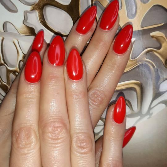 Kalina Beauty #beograd Izlivanje noktiju Izlivanje noktiju gelom + gel u boji