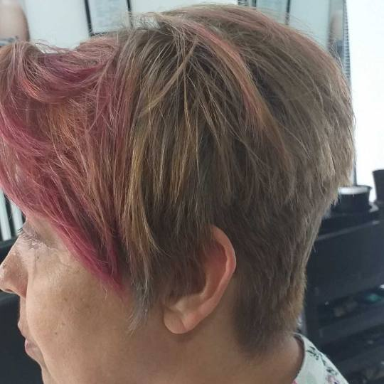 Prestigio #beograd Pramenovi Povrsinski pramenovi + preliv - kosa srednje dužine šarmantno