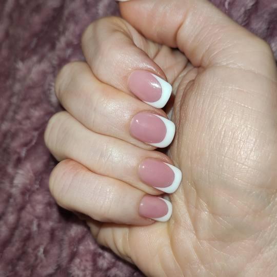 Blush Beauty Studio #beograd Ojačavanje noktiju Ojačavanje prirodnih noktiju gelom