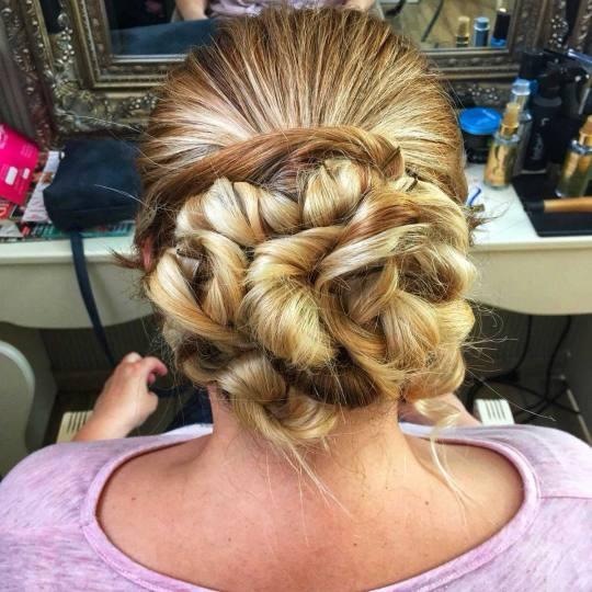 Bibi beauty centar #beograd Svečane i frizure za svadbu Svečana frizura - kosa srednje dužine pun