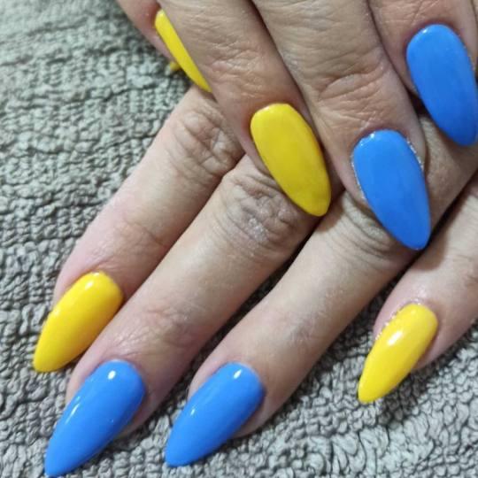 Positive 8 #novisad izlivanje noktiju.