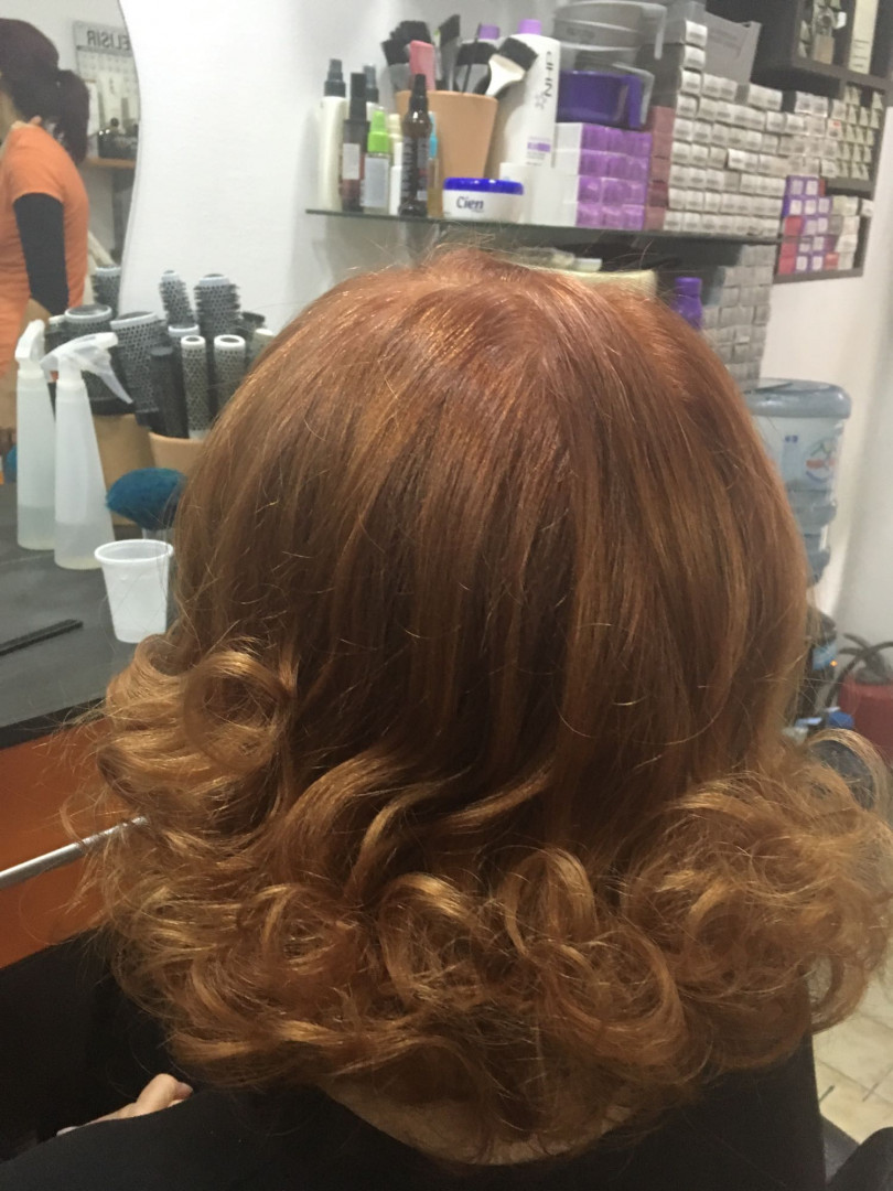 LookBook Valentina - Tina S Feniranje kose srednje dužine - na ravno / lokne