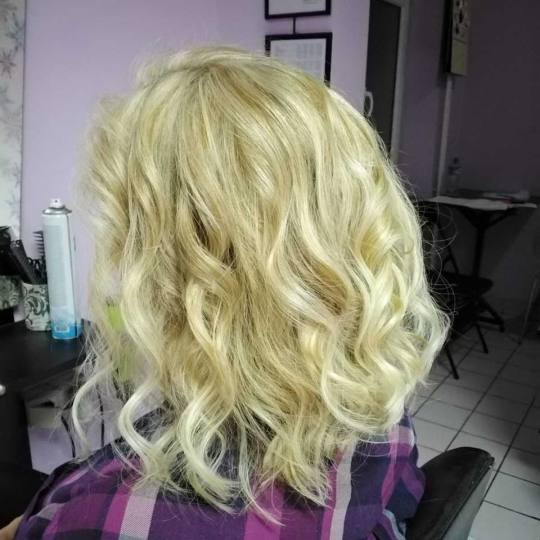 Jovana + #beograd Feniranje i stilizovanje Feniranje na ravno / lokne - kosa srednje dužine / duga