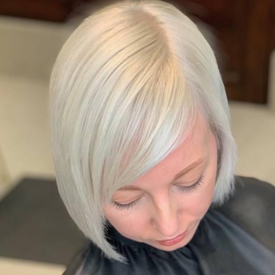 Maestro #beograd Blajhanje kose Blajhanje cele dužine + farbanje + feniranje - kosa srednje dužine
