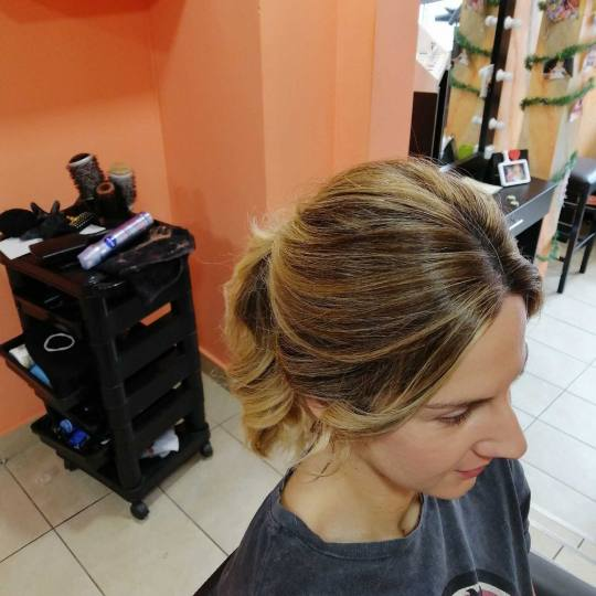 Hair Studio K1 #beograd Svečane i frizure za svadbu Jednostavna svečana frizura -  duga kosa