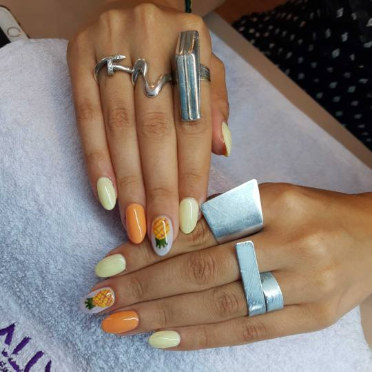 Aluna beauty #beograd Ojačavanje noktiju Korekcija ojačavanja noktiju gelom