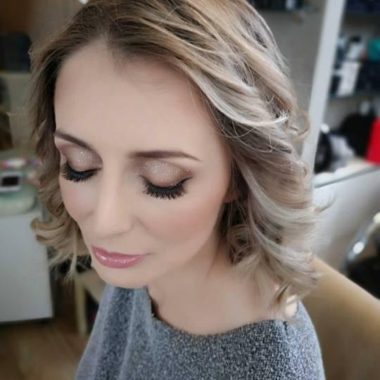 Bibi beauty centar #beograd Svečane i frizure za svadbu Profesionalno šminkanje + svečana frizura