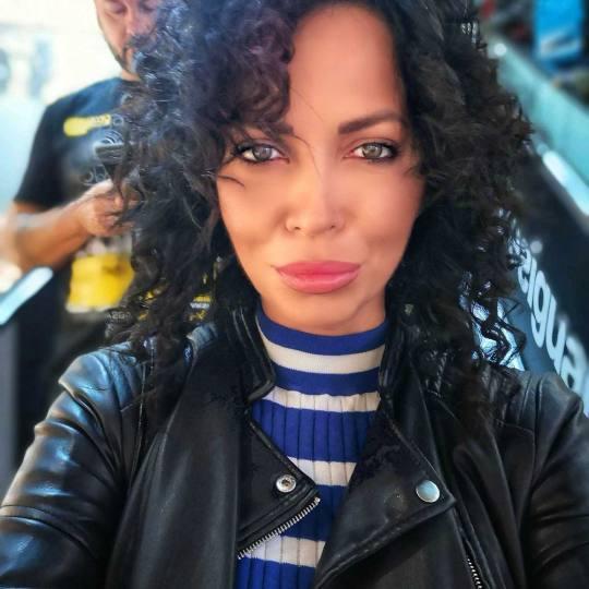 Bibi beauty centar #beograd Feniranje i stilizovanje Feniranje na ravno / lokne - duga kosa Afro Lok