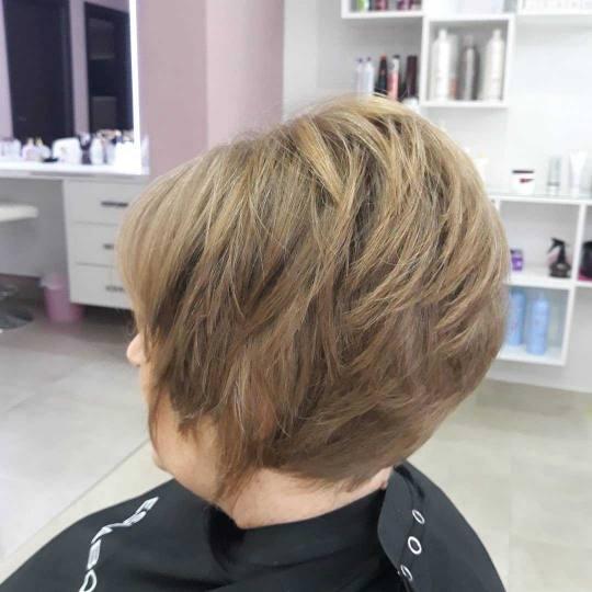 Nevena #beograd Žensko šišanje Žensko šišanje  - srednja kosa Žensko šišanje