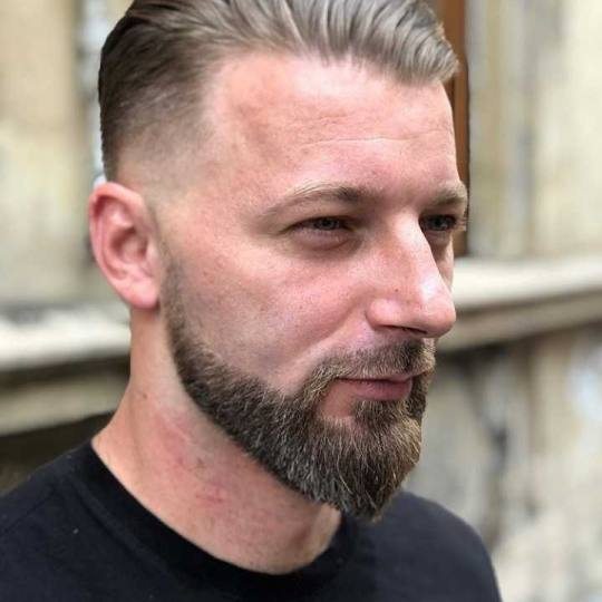 Headroom #beograd Berberin Sredjivanje brade britvom i masinicom ✂ Nikola