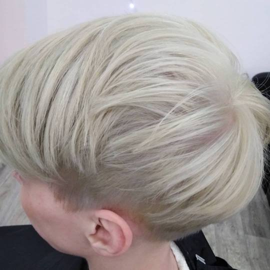 Salon 15 #beograd Blajhanje kose Blajhanje kose + preliv - kratka kosa Blajhanje kose