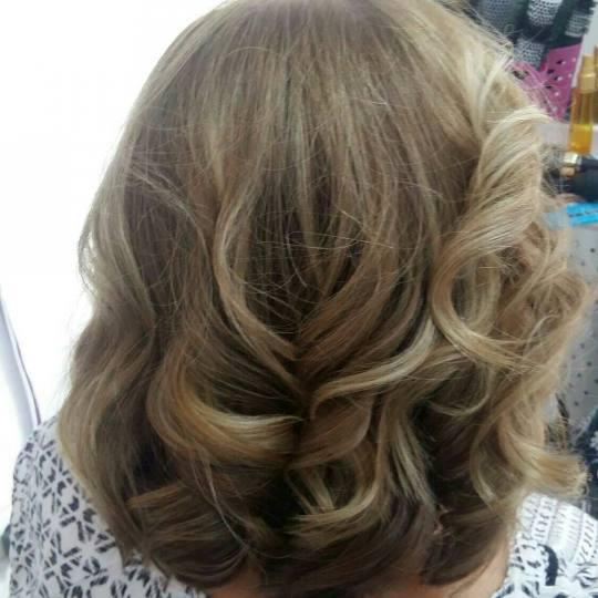 Studio lepote Diferente #beograd Feniranje i stilizovanje Feniranje na ravno / lokne - kosa srednje