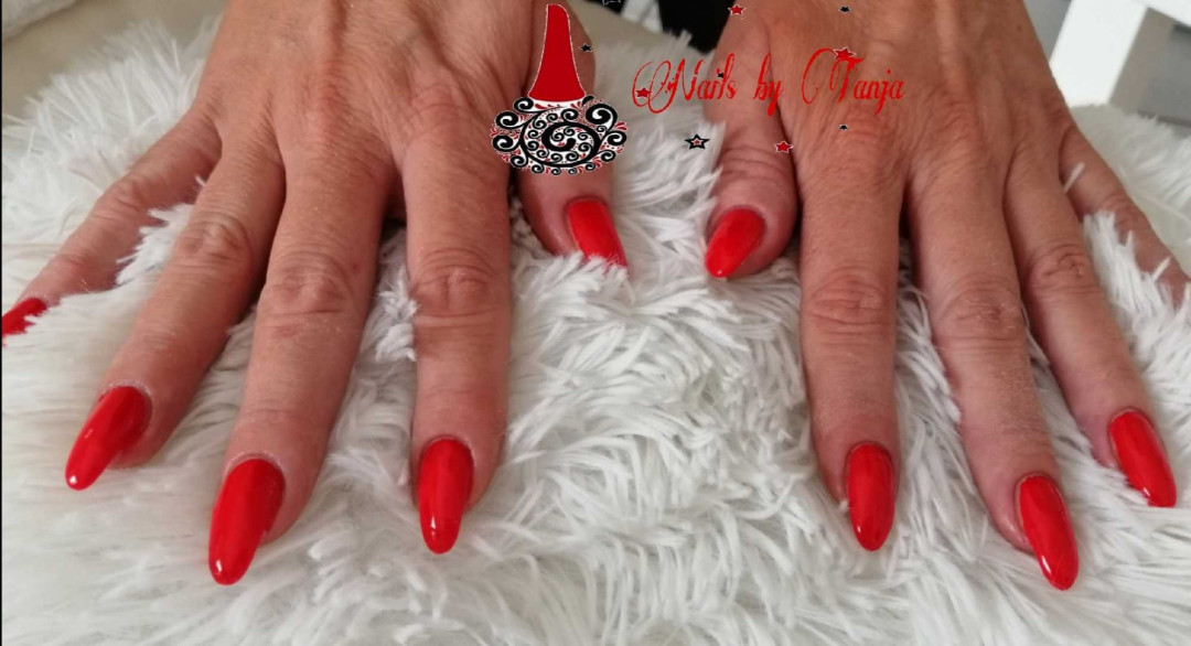 LookBook Maryana style Korekcija ojačavanja prirodnih noktiju gelom - nokti srednje dužine