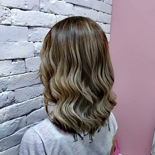 Beauty Express bar #beograd Feniranje i stilizovanje Feniranje na ravno / talase - extra duga kosa