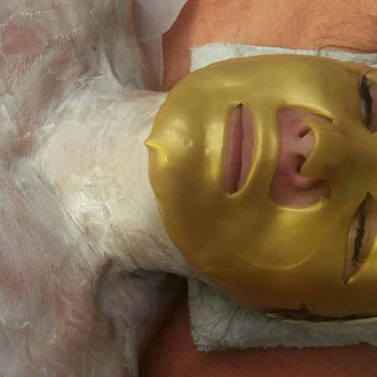 Unique Touch #beograd Tretman lica Zlatna maska zlatna maaka