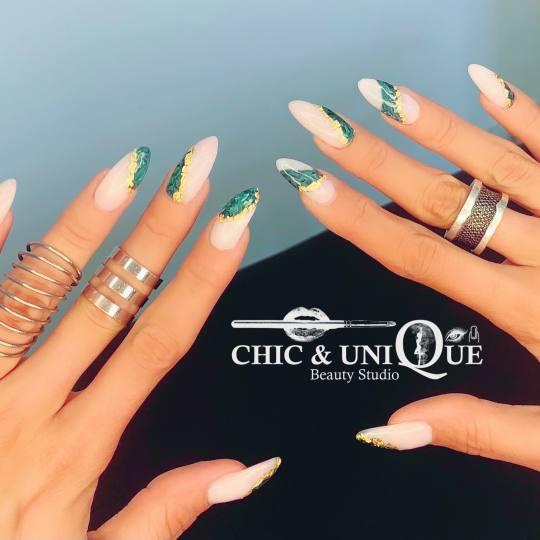 Chic & Unique Beauty Studio #beograd Ukrašavanje noktiju Nail art Crtanje po noktima 💅🌬❤️
