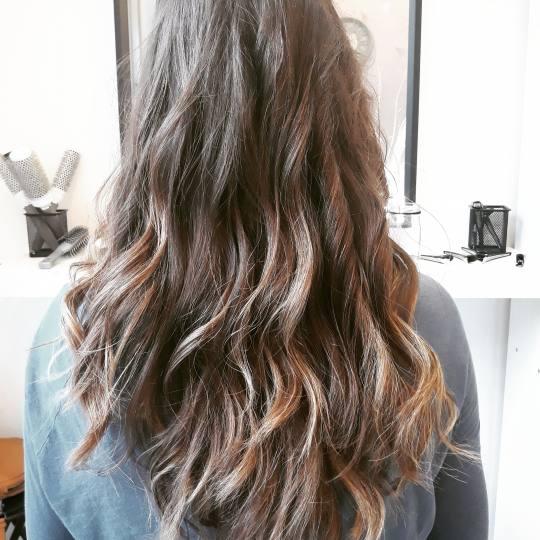 Salon Klinik #beograd Feniranje i stilizovanje Feniranje na lokne - duga kosa Feniranje na lokne
