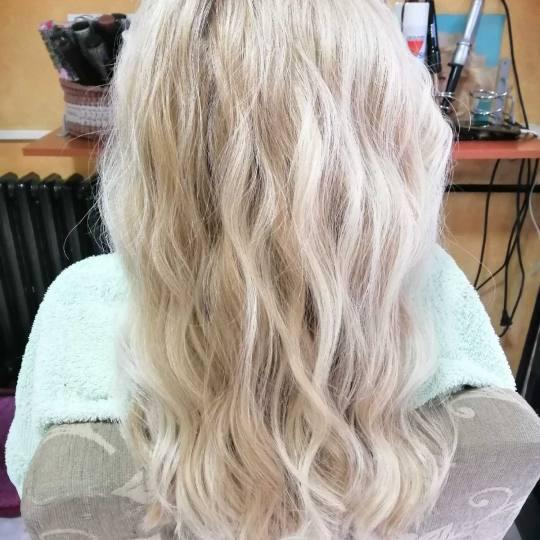 Moment #beograd Feniranje i stilizovanje Feniranje na lokne / talase - duga kosa salon lepote Moment
