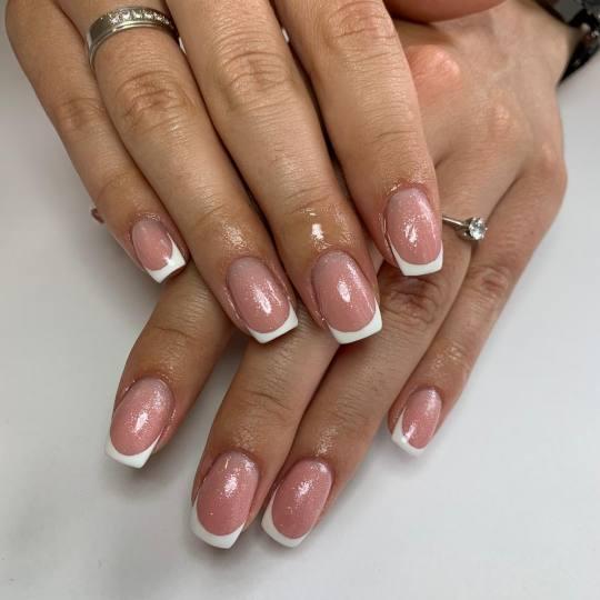 Elena Nails #beograd Ojačavanje noktiju Korekcija ojačavanja noktiju gelom - french Korekcija oja�