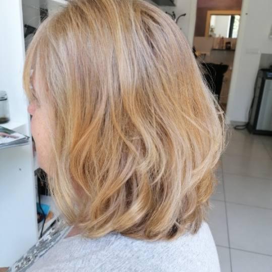 Salon Klinik #beograd Žensko šišanje Žensko šišanje - kosa srednje dužine