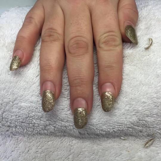 Plavi anđeo #beograd Izlivanje noktiju Korekcija izlivanja noktiju gelom - ruke korekcija nakon dva