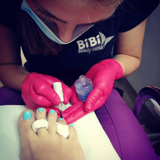 Bibi beauty centar #beograd Estetski pedikir Estetski pedikir + gel lak vreme je za bose noge i negu