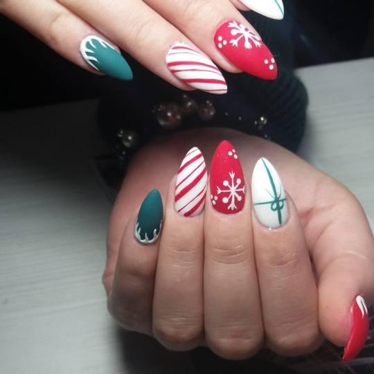 Perla Studio #nis Nadogradnja noktiju Nadogradnja tipsama - dugi nokti Novogodisnji noktici