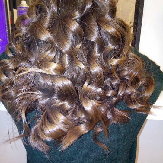 Salon Klinik #beograd Pranje kose Pranje kose + lokne na figaro - duga kosa Kosa sa jakim talasima,p