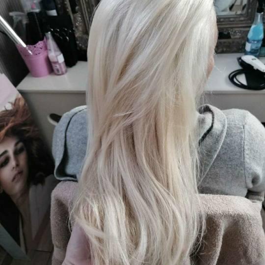 Bibi beauty centar #beograd Farbanje kose Farbanje cele dužine - kosa srednje dužine savrsene plav