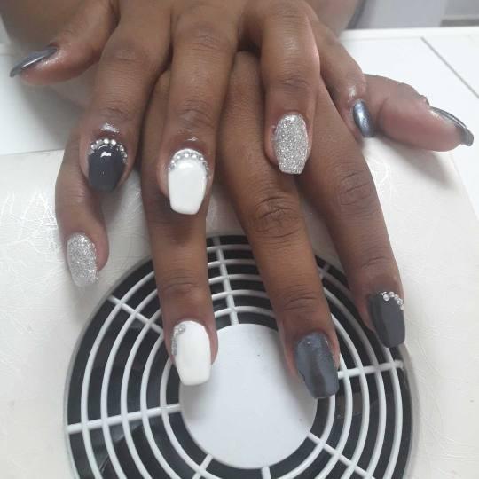 Nebulas M #beograd Nadogradnja noktiju Nadogradnja noktiju tipsama + masaža ruku Nadogradnja noktij