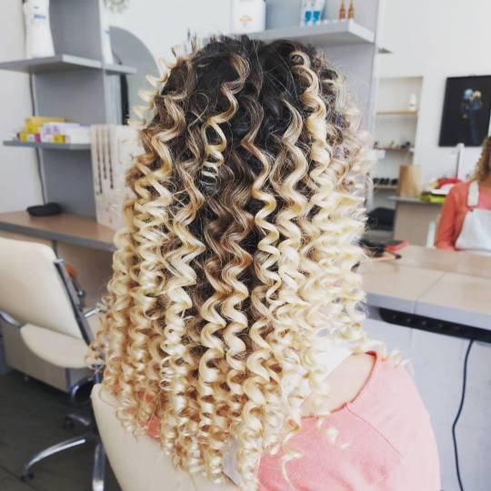 Topaz Beauty #beograd Uvijanje, lokne i talasi Afro lokne - duga kosa Afro lokne