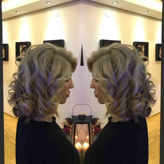 Studio Benvenuto #beograd Farbanje kose Farbanje cele dužine + feniranje - kosa srednje dužine far