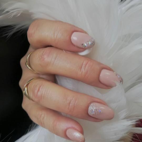 SALON 26 - Dorćol #beograd Izlivanje noktiju Izlivanje noktiju gelom Izlivanje noktiju