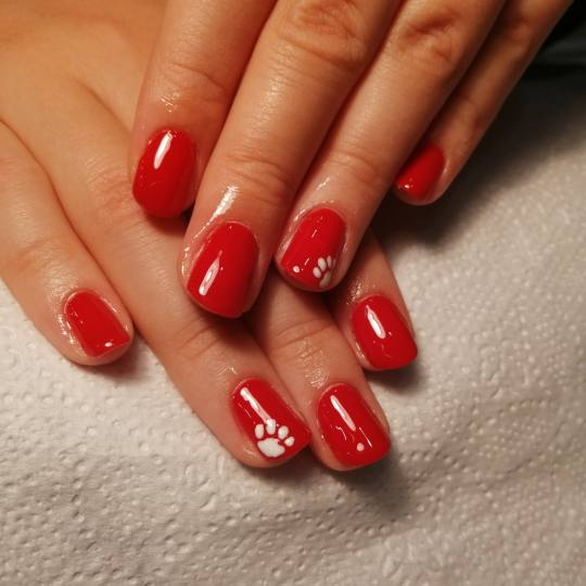 Salon Soul #beograd Gel lak Gel lak - ruke Crveni gel lak sa nacrtanim šapicama, klasika u malo izm