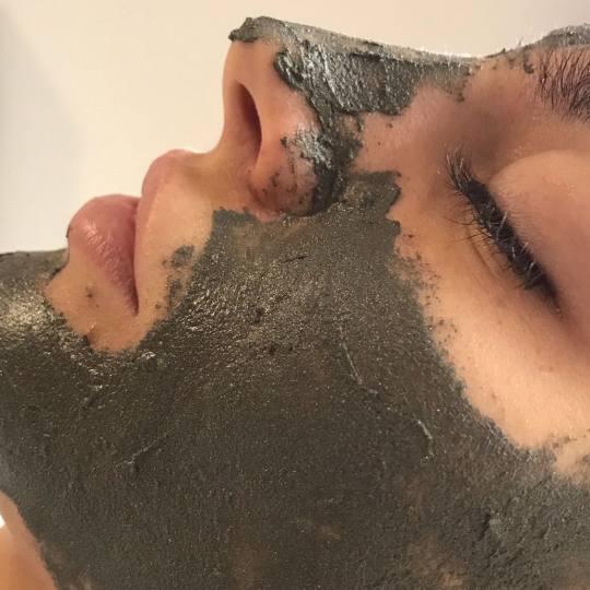 Mimo Velish #beograd Tretman lica Tretman lica 24K zlatom, mineralima i blatom iz Mrtvog mora + dija